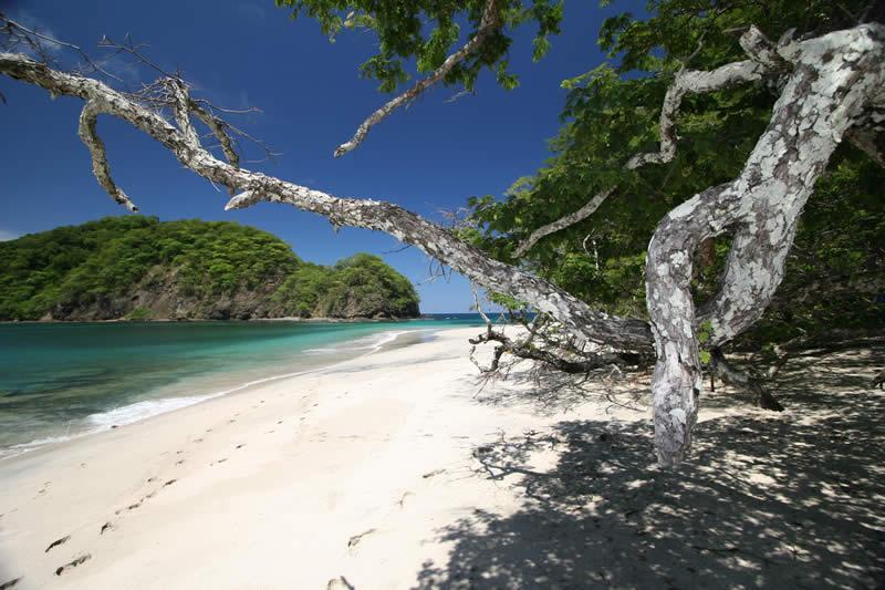 Explorar las playas costarricenses