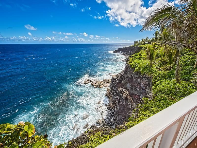 Oceanfront  Beach House  w/ Pool and Spa!, vacation rental in Pahoa