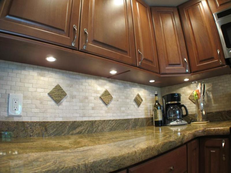 Beautiful Juperana granite in the kitchen with tumbled travertine backsplash