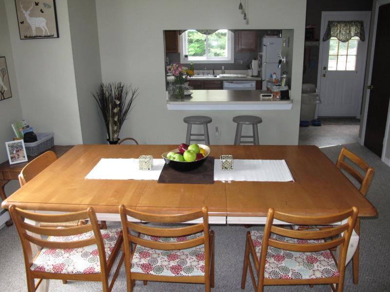 Salle à manger - au large de la cuisine de 8 places