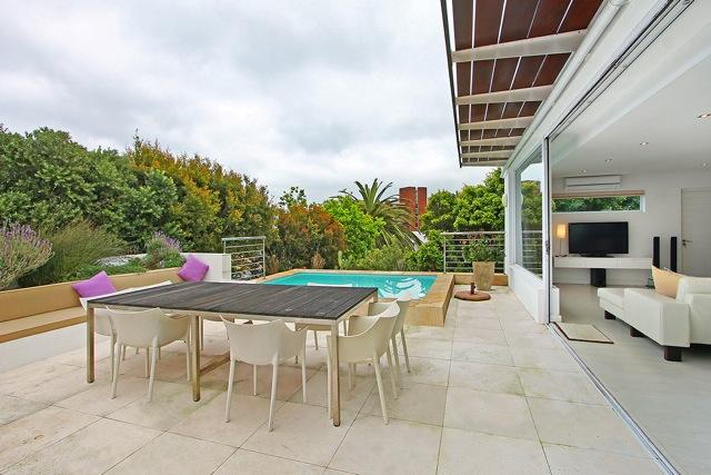 Outdoor dining for 8, Weber BBQ, pool, 2 off street parking bays in front of garage