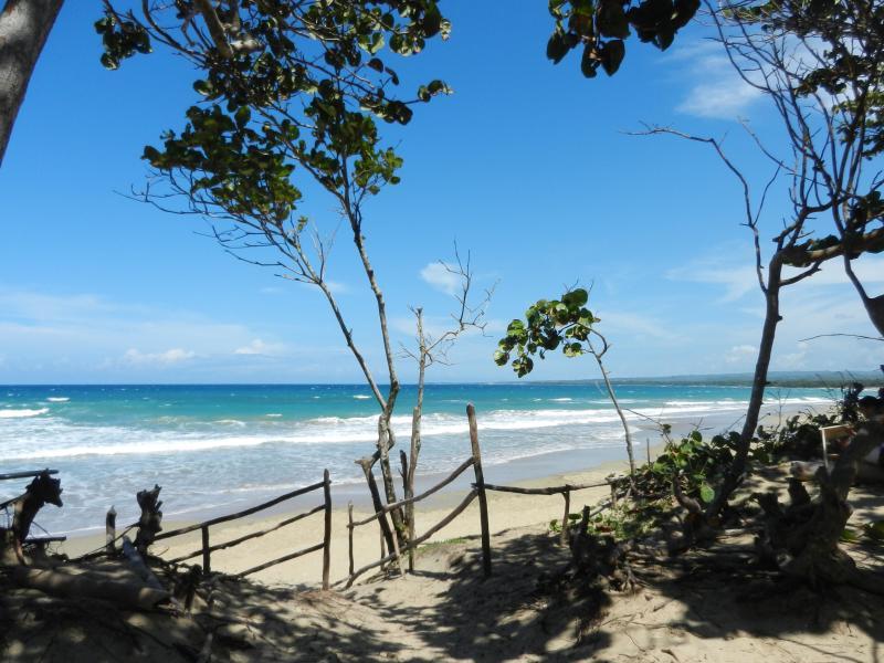 Encuentro beach - 5 mins' drive away