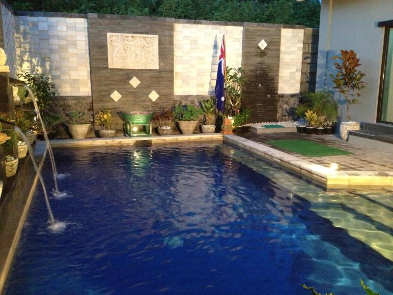 GREAT HOME & POOL - IDEAL FOR LARGE FAMILY OR GROUP, vacation rental in Penebel