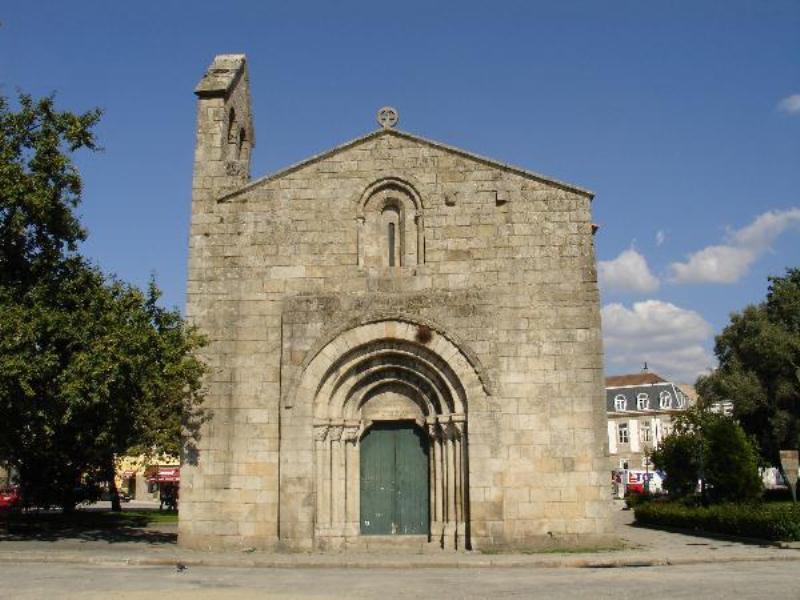 Historical Cedofeita's Romanic Church (1 min.walk)