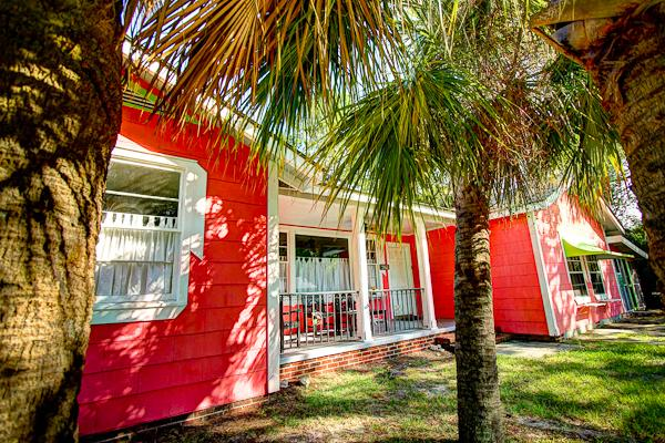 My Island Cottage, Very south beach, close to public fishing pier and kayak ramp, Pets OK, Sleeps 17