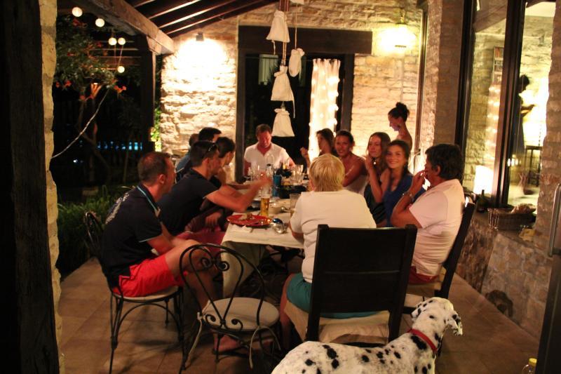 dîner avec famille et amis