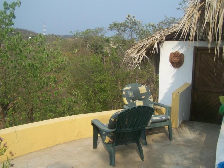 Palapa Mar terraza y cocina entrada.