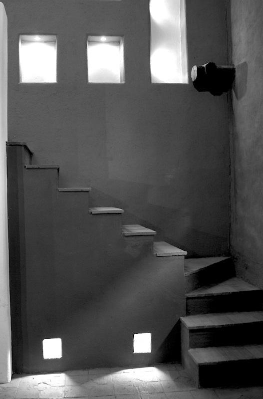 Stairs to the upper level of Pumamaqui Galerías