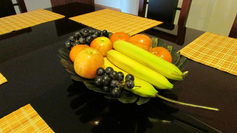 The guests receive them with fresh fruits