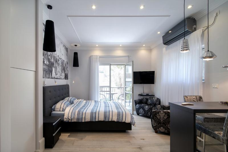 Stylish Botique Studio in Rehavia, Jerusalem, vacation rental in Jerusalem
