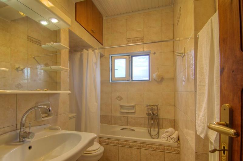 Bathtub/WC on the bedrooms' level and Shower/WC on the ground floor