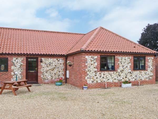 THE GRANARY COTTAGE, great touring base, close to amenities, ground floor, location de vacances à Upper Marham