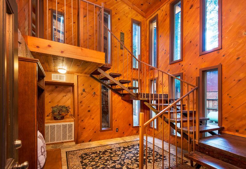 Escalier à l'étage principal