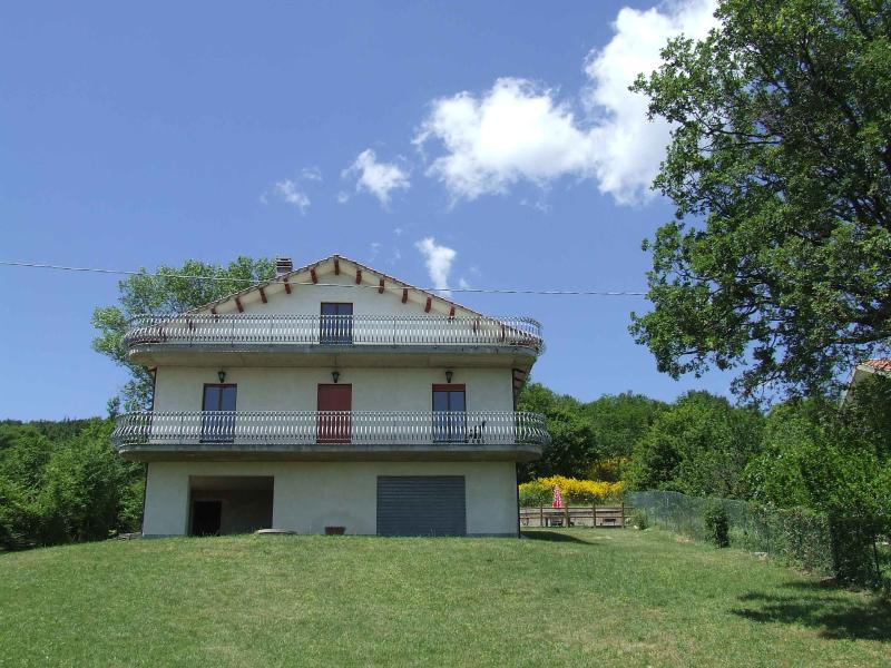 Holiday home in Abruzzo, Italy: outstanding views, location de vacances à Civitaquana