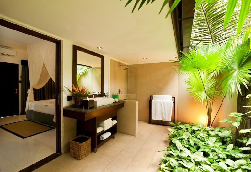 Trois des chambres chacune disposent d'une salle de bains plein air