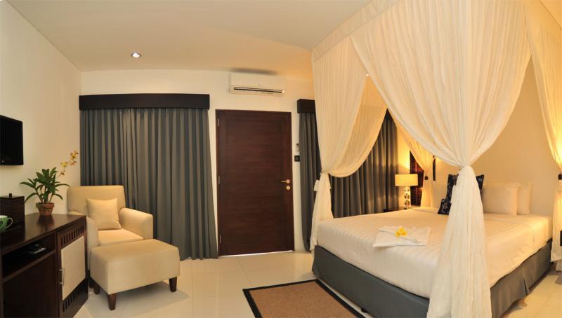 Il y a un total de 4 chambres, dont trois sont comme ça... spacieuses et bien équipées