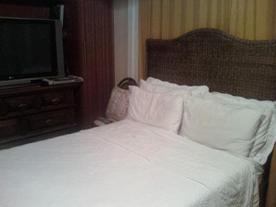 Queen Bed- bedroom