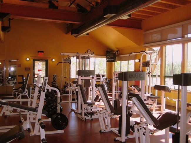 Sala de musculação TroutCreek Rec Center - localizada a apenas 3km de distância