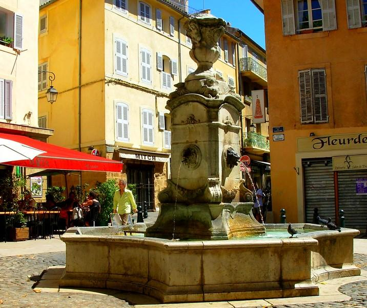 Rent 4 Bedroom Apartment In The Center Of Cannes With Balcony: Historical Centre Aix -Spacious Light Apartment With
