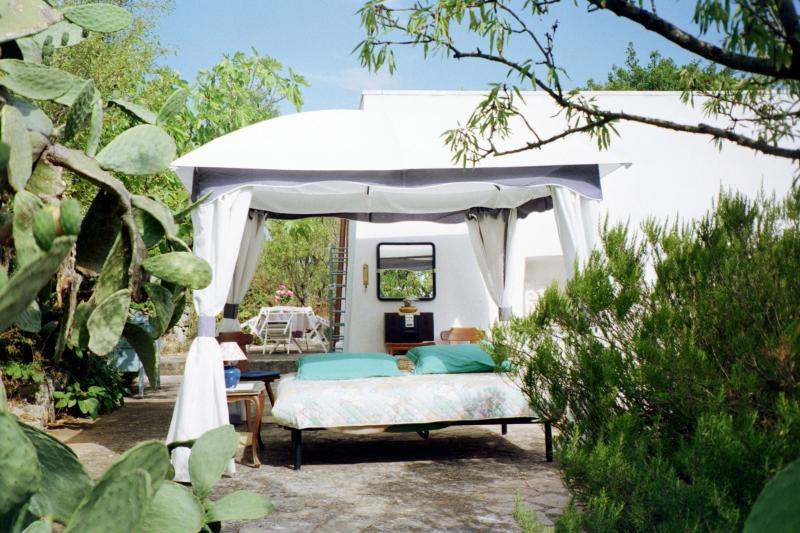 Gazebo 1 with Queen-bed