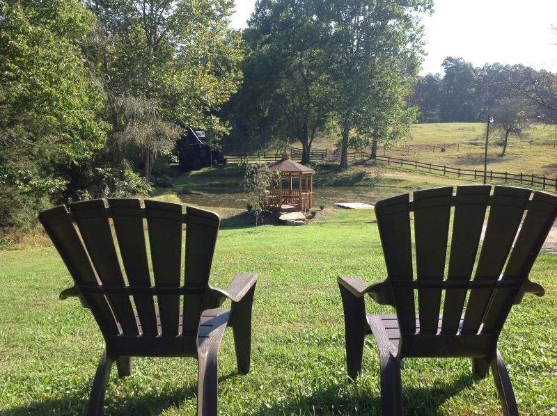 A Cottage At Willow Pond~17 Acres~Horses~Hot Tub – semesterbostad i North Carolina Mountains