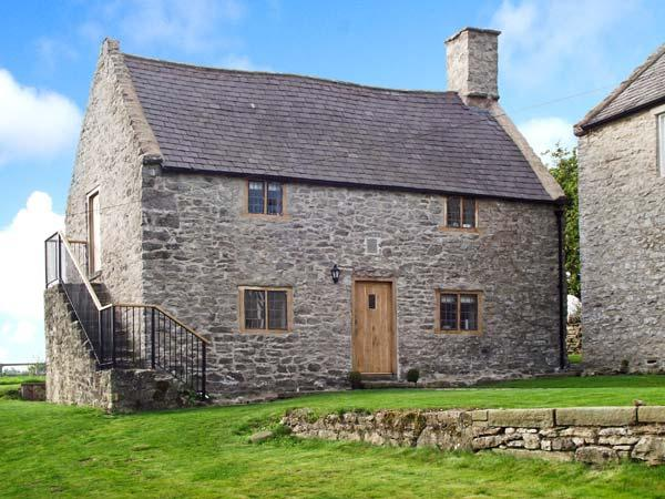 TY TABITHA WYNNE, Grade II listed, 17th century cottage, character features, vacation rental in Bagillt