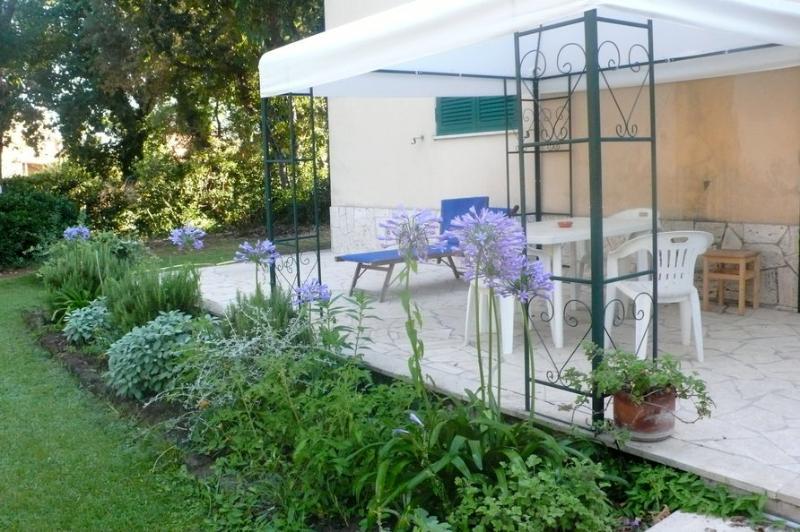 Ardea Apartment in villa  at the seaside near Rome, location de vacances à Castel Romano