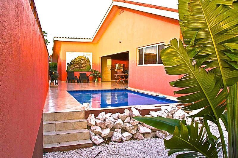 Villa Iguana, zwembad met 100% privacy en voordelige huurauto, centraal op Curacao