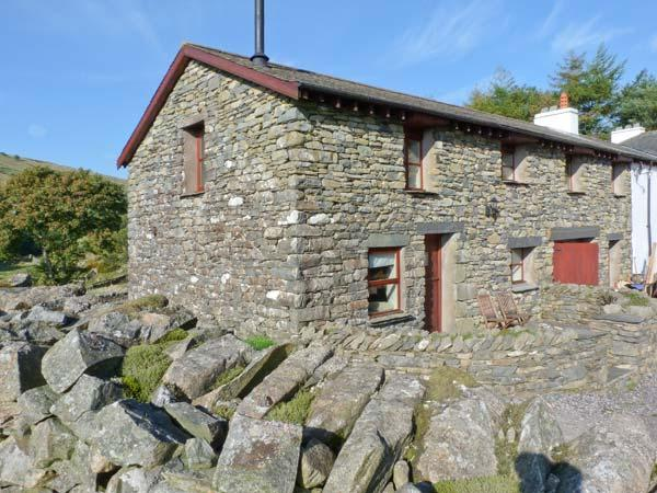 COPPER BEECH COTTAGE, woodburning stove, en-suite bathrooms, hot tub, wonderful, holiday rental in Broughton Mills