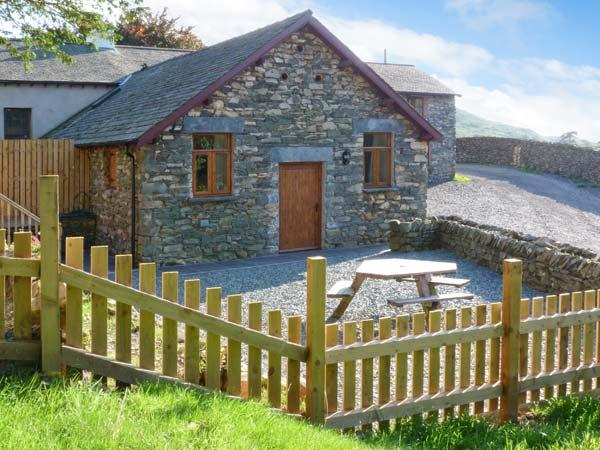 YEW TREE COTTAGE hot tub, four poster bed, woodburning stove in Coniston Ref, holiday rental in Broughton Mills
