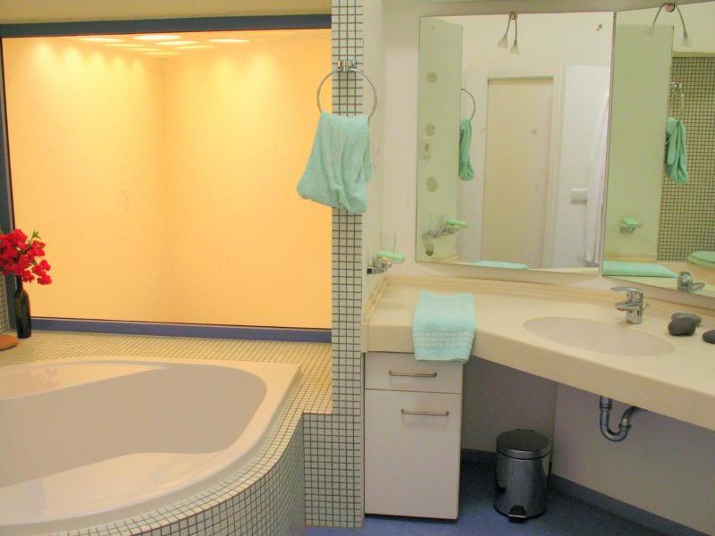 Bathroom upper floor - Bathtub