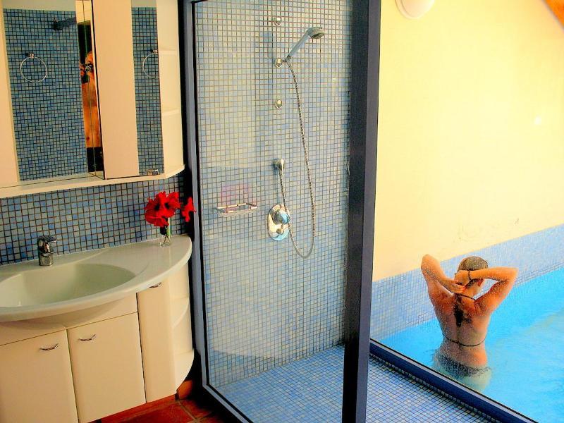 Bathroom first floor - Shower