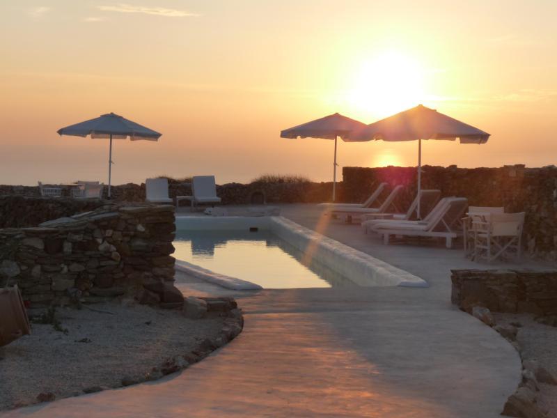 FOLEGANDROS -'LITHIA VILLAS' - VILLA MYRTIA & POOL, location de vacances à Folegandros