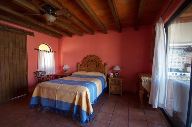 FANTASTIC STUDIO - GONE VIRAL, holiday rental in Mineral de Pozos
