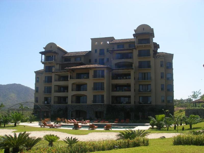 Gorgeous  panoramic ocean view condo on 4th floor, holiday rental in Playa Prieta