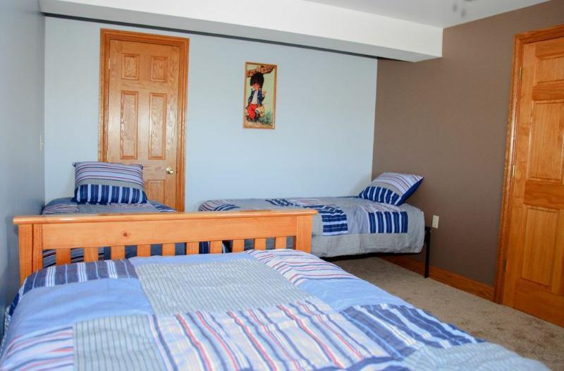 Twin bedroom (4 twin beds)