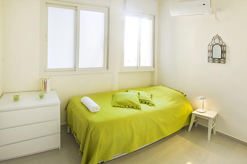 Bedroom 2 (with 2 single beds: the 2nd one is under the one pictured and can be raised)