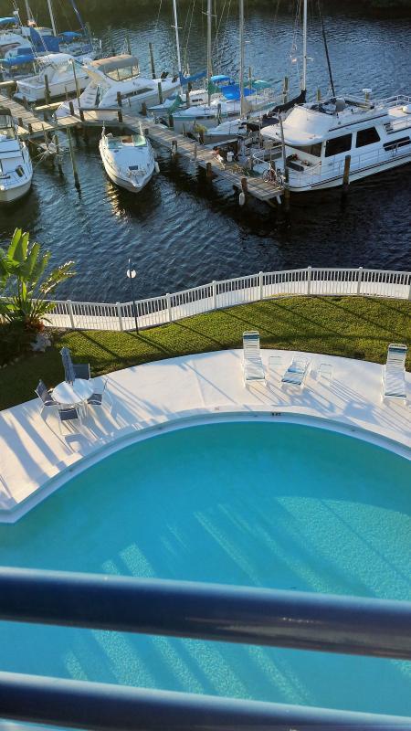 Gulfront Condo with spectacular sunsets, alquiler de vacaciones en Port Richey