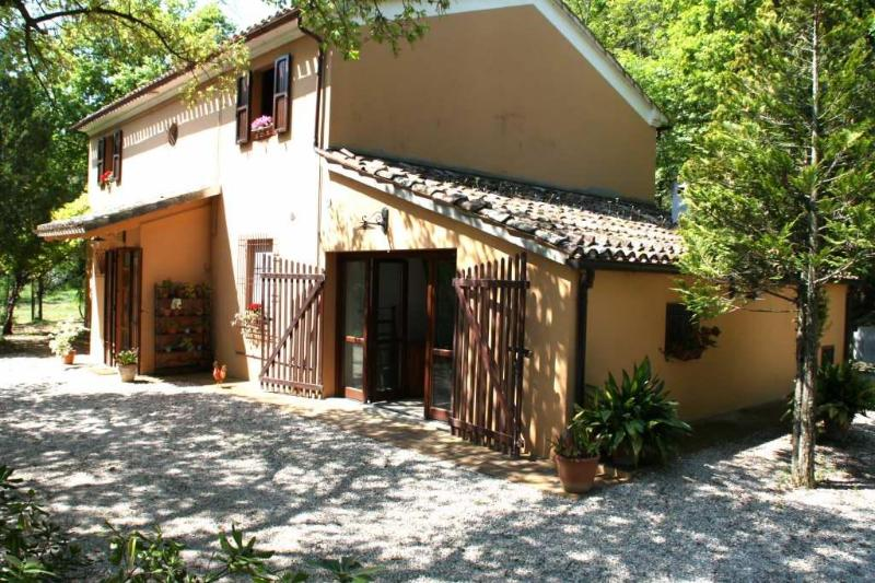 A country house in the Montefeltro (The Marche Region) hills for a holiday by the see in Pesaro, holiday rental in Borgo Pace