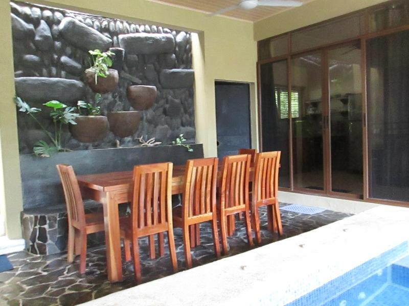 Sandy Bottoms Costa Rica- one minute walk to beach, vacation rental in Santa Teresa