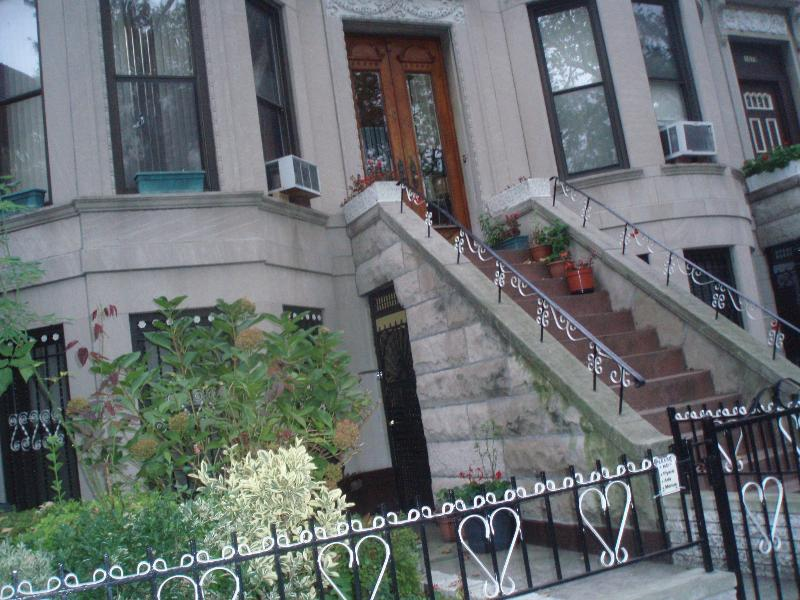 BEAUTIFUL, COMFORTABLE BROWN STONE RENTAL, vacation rental in Brooklyn