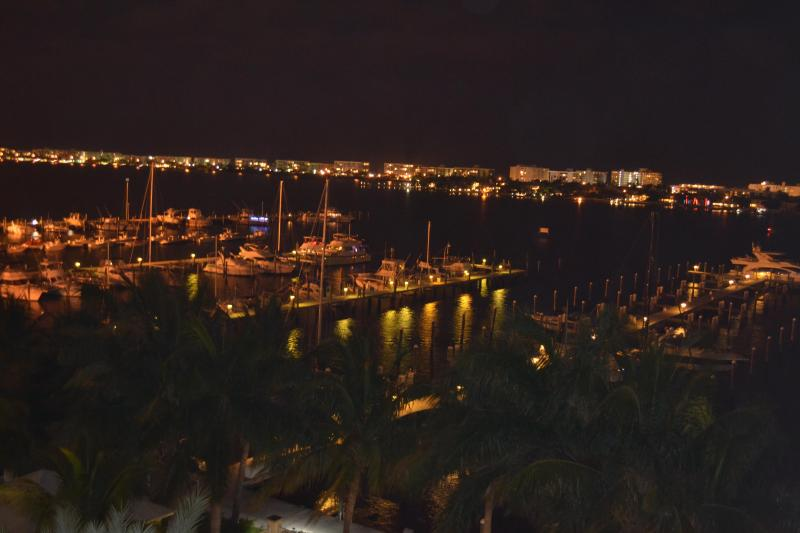 Penthouse Overlooking Intracoastal and Pool, alquiler vacacional en Lake Worth