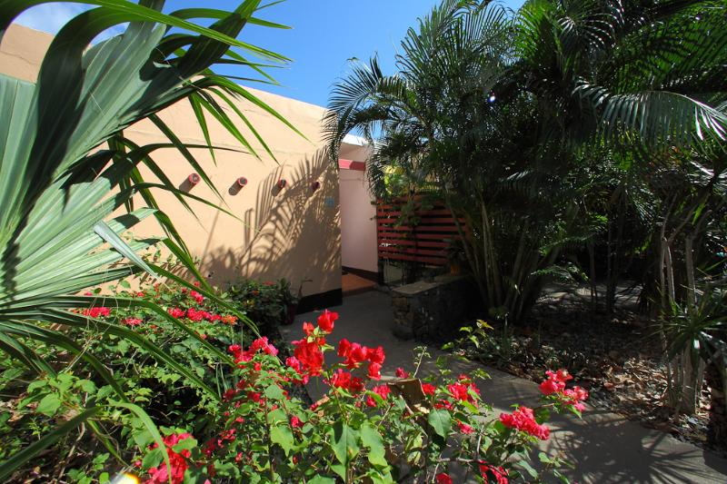 Villa in Paradise w/Private Pool!  Walk to beach!, holiday rental in East End