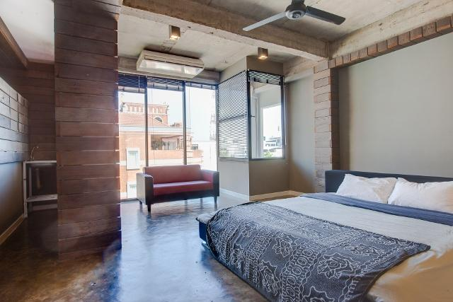 GRANDE chambre spacieuse avec lit King size et salle de bain privée