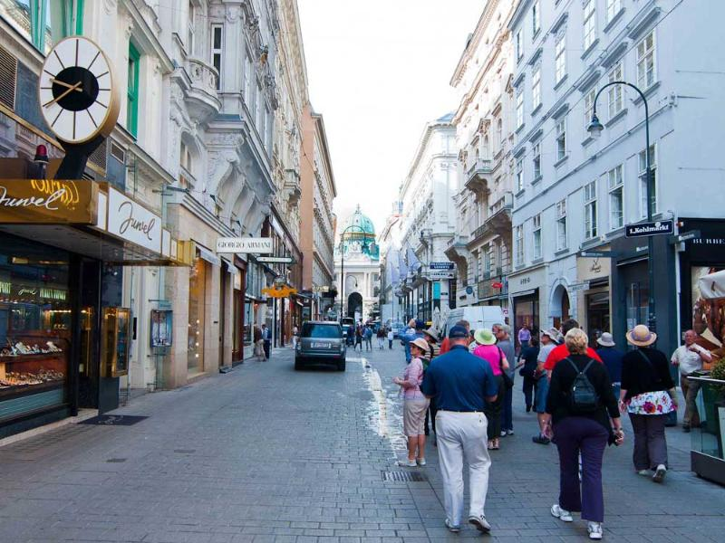 Kohlmarkt luxury shopping street: 2 minutes walk