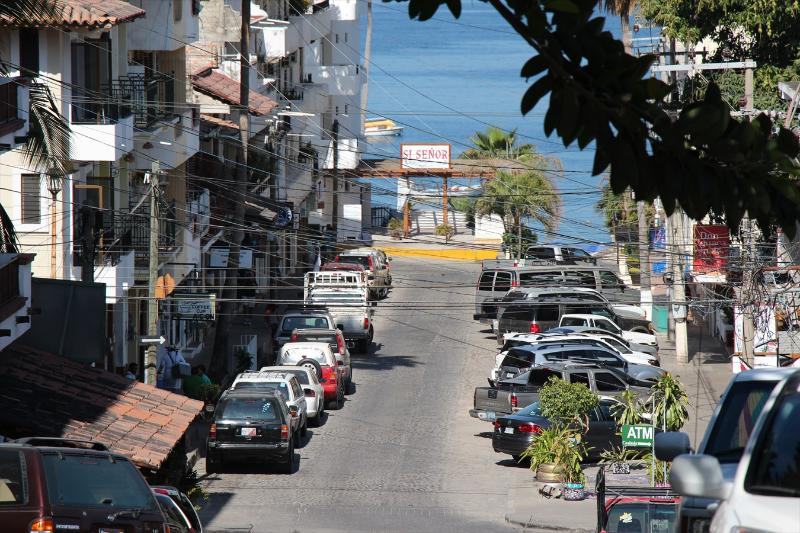 2 blocks to the beach past restaurants, bars and coffee shops