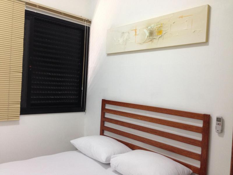 Quarto 1 (suíte) 1 com cama de casal e ar condicionado split
