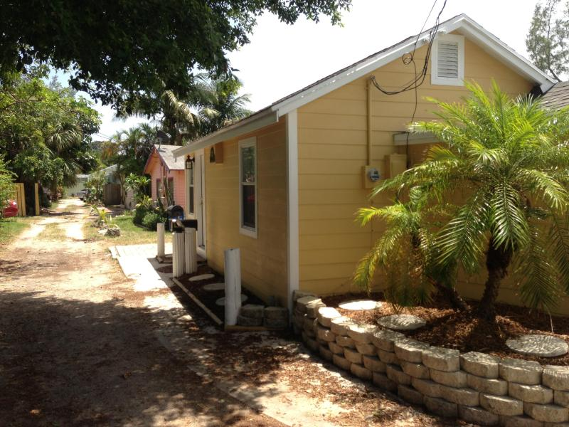 Cottage, beach area, Old Florida