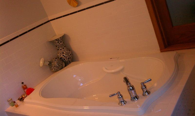 Bragg Suite Spa Tub