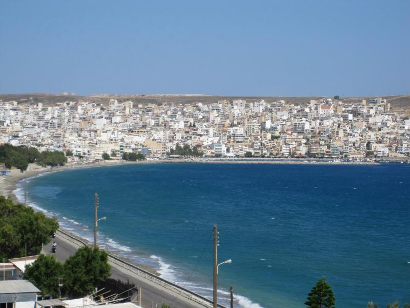 Spacious Apartment in Sitia Overlooking Cretan sea, location de vacances à Siteia